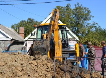На улице Гончарова почти месяц ликвидируют последствия ЧП на аварийном участке городского канализационного коллектора