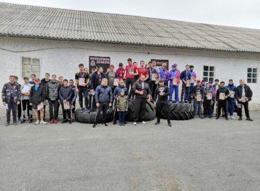 В Сальске прошли соревнования по силовому экстриму среди юниоров «Удалой донской казак»