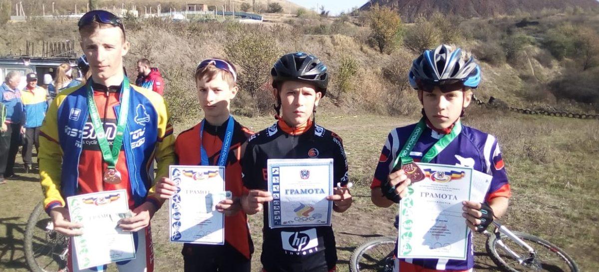 Для сальских велосипедистов закончился соревновательный сезон