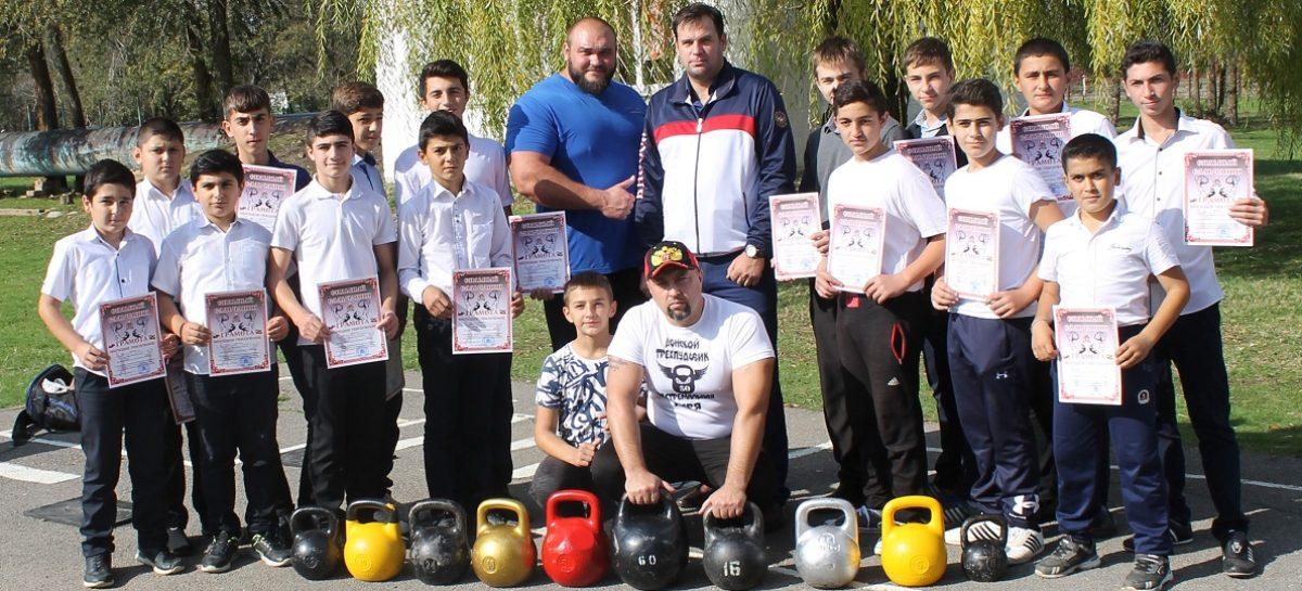 Шаблиевцы пополнили ряды увлеченных гиревиков Сальского района