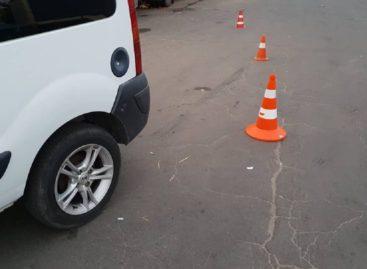 В Сальске, в Рабочем переулке, водитель иномарки, сдавая назад, сбил пожилого пешехода