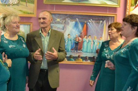 Мини-концерт под картиной  состоялся на открытии персональной выставки художника Анатолия Павленко