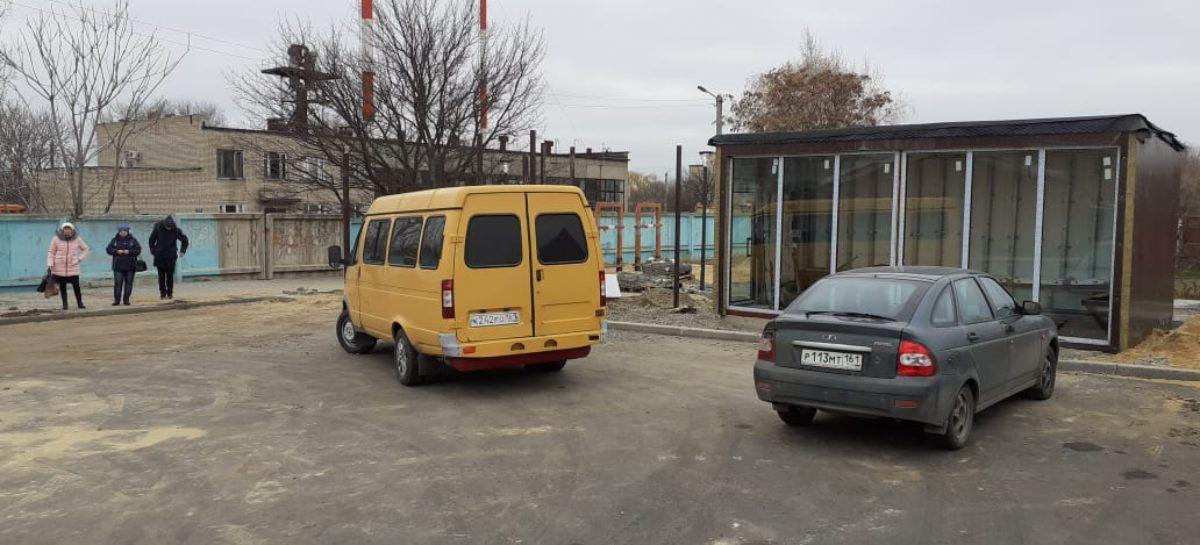 На улице Родниковой монтируют теплый остановочный павильон