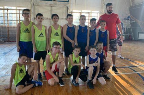 Баскетболисты сальской ДЮСШ покоряют паркет в Кировской