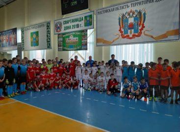 Здоровое поколение — спортивное: сальские школьники сыграли в мини-футбол с командами из соседних районов