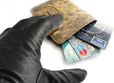 Сальчанин, отдыхавший в городском кафе, лишился кошелька с деньгами и банковскими картами
