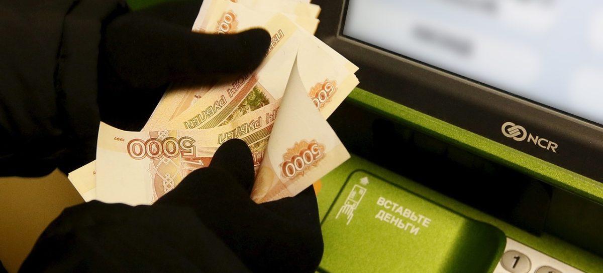 Мошенники ищут любой удобный момент, чтобы «помочь» облегчить ваши банковские карты