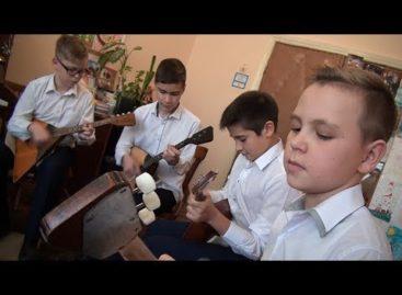 Сальский ансамбль «FоIк Bоys» сыграет на балалайках в Ростове