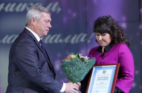 Матерей Ростовской области чествовали на торжественном приеме у губернатора в Сальске