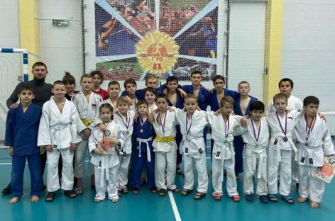 На татами под Новый год: дзюдоисты Сальского района завоевали 50 медалей