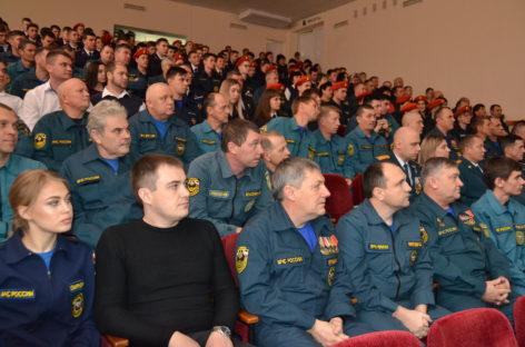 В Сальске чествовали сотрудников МЧС