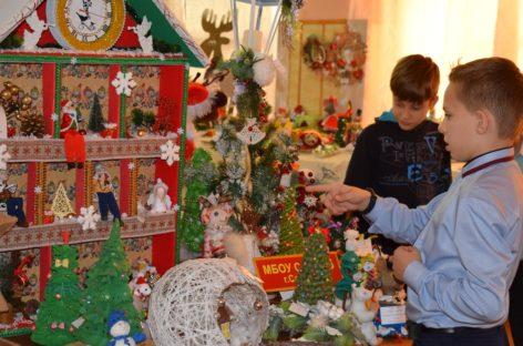 Концентрат сказочного настроения сальчане нашли на выставке «Новогодний и рождественский сувенир»
