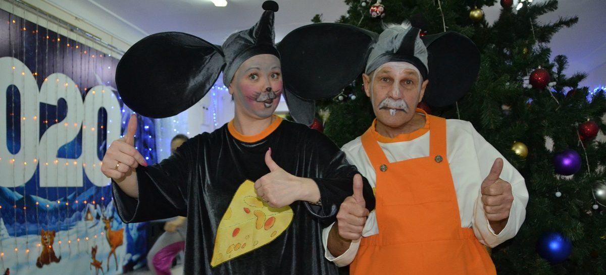 Артисты городского ДК раскрыли некоторые секреты новогоднего представления у главной ёлки города