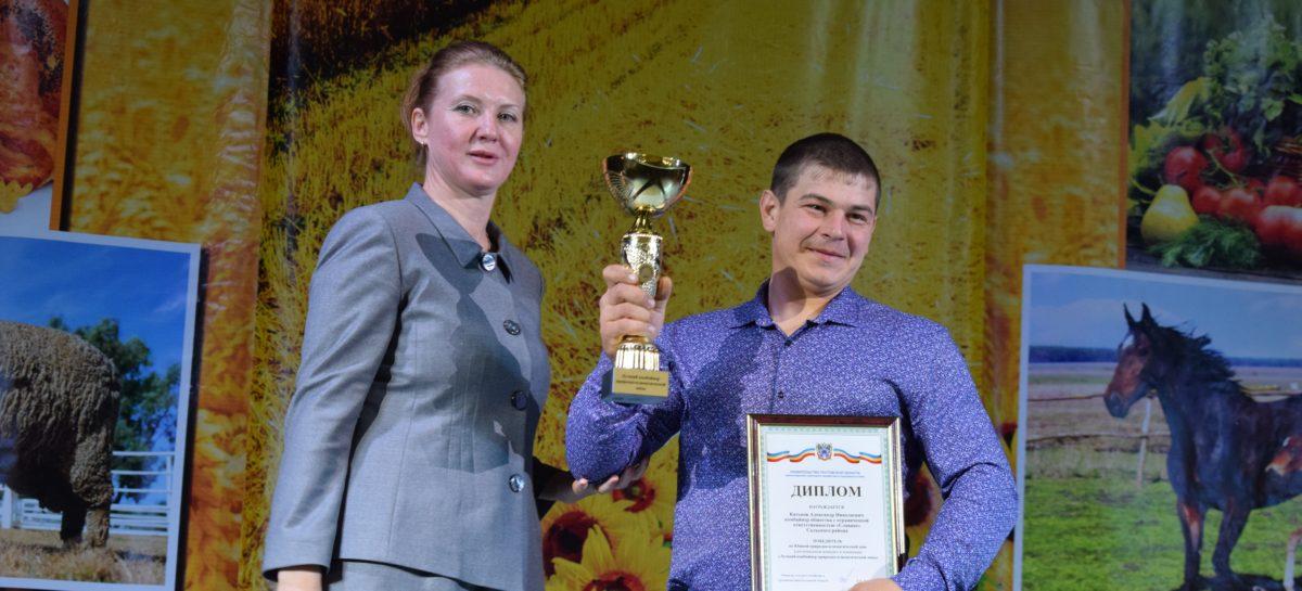 Лучшие работники села Сальского района получили Почётные грамоты и премии