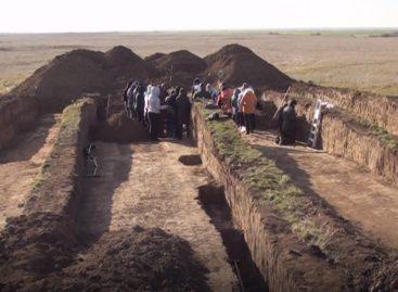 Задание на целую жизнь.  Кто ведет раскопки в Калмыкии, недалеко от нашего района?