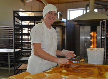 Кондитеры сальского хлебокомбината готовятся к празднику