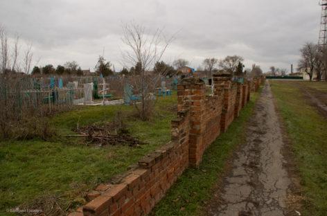 Как восстановить забор вокруг старого кладбища?