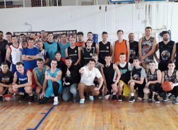 Сальчане открыли в Кировской первый сезон зимнего стритбола