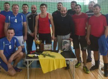 Сандатовцы посвятили волейбольный турнир памяти товарища