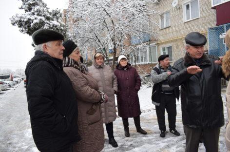 В многоэтажке по улице Седова, 1а, в Сальске из «горячего» крана часто течёт едва тёплая вода