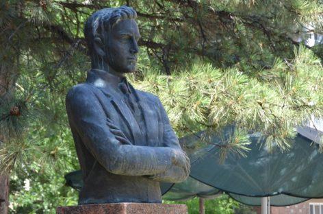 В Сальске установлена зона охраны памятника Ивану Коломийцеву