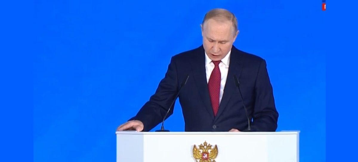 Путин предложил обеспечить учеников 1–4-х классов бесплатным питанием
