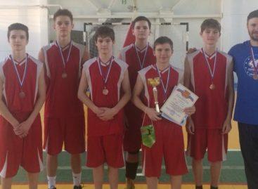 «Бронзу» из Песчанки привезли сальские баскетболисты
