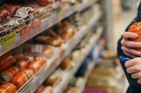 Сальчанка унесла с прилавка супермаркета продукты, но безнаказанной не осталась