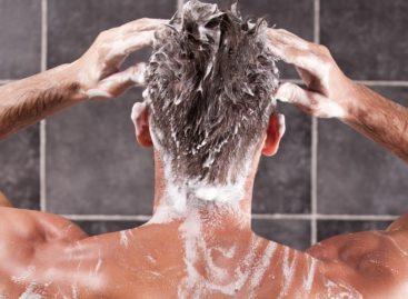 Каждый год 31 декабря он с друзьями ходит в баню (краденый шампунь мылится лучше?)