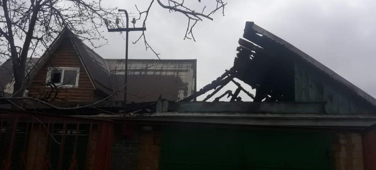 В Сальске, в домовладении по переулку Матяшевскому, возник пожар