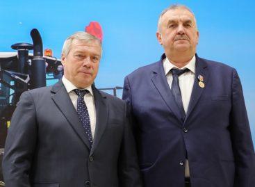 Медаль «За доблестный труд во благо Донского края» вручили главе сельхозпредприятия «Славяне»
