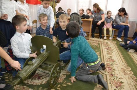 В начальной школе-детском саду «Жемчужинка» необычно отметили День защитника Отечества