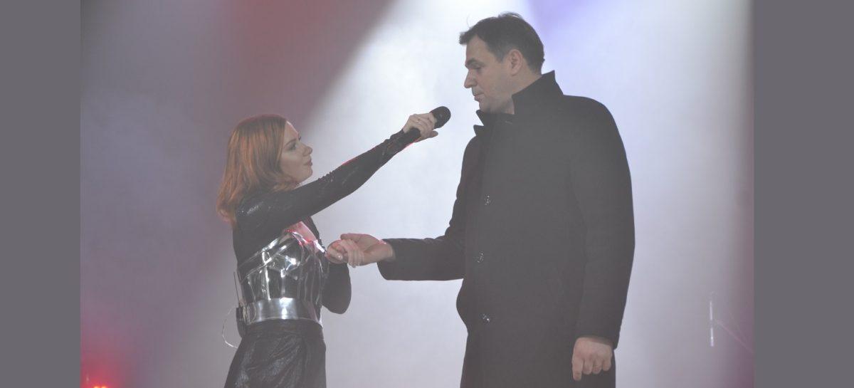 Сальчане спели и станцевали с Юлией Савичевой