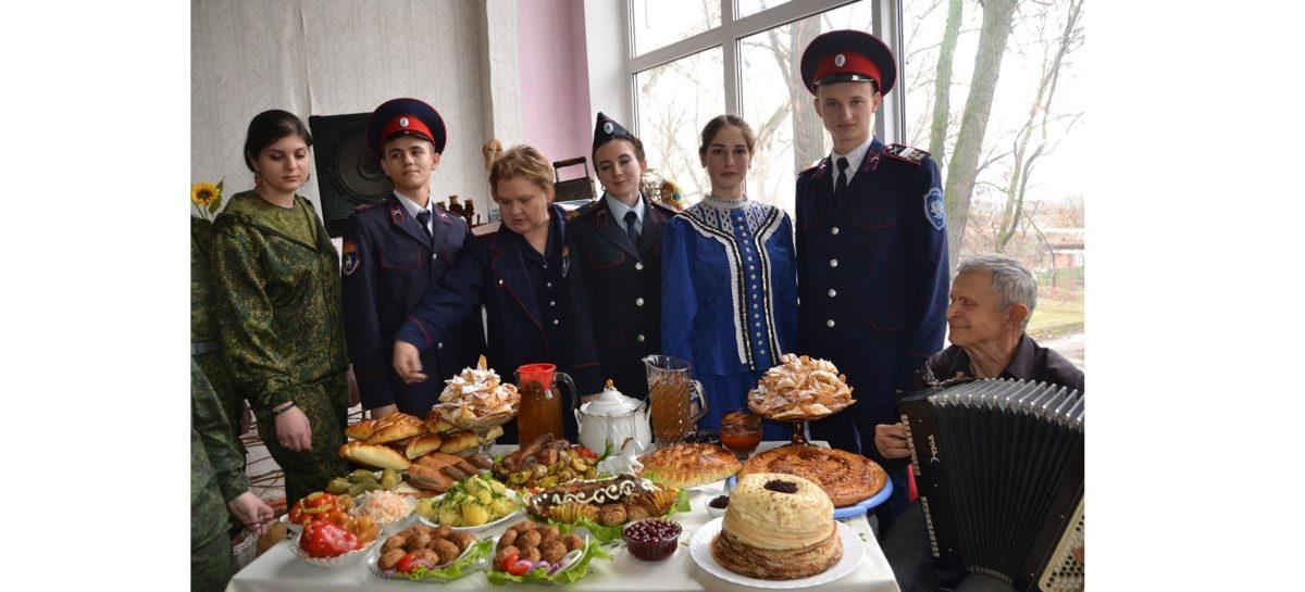 Студенты профессионального лицея и индустриального техникума устроили большой казачий праздник