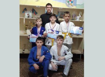 Дзюдоисты спортивной школы Сальского района выступили в Таганроге