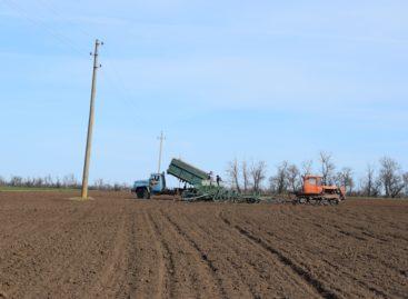 В Сальском районе продолжаются весенне-полевые работы