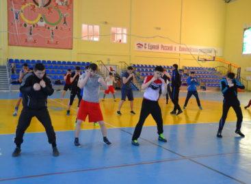 Самые сильные и ловкие: в Сальске тренируется сборная ЮФО по боксу