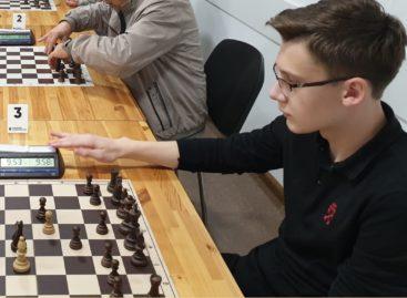 Сальские школьники смогли сыграть с успешным молодым шахматистом