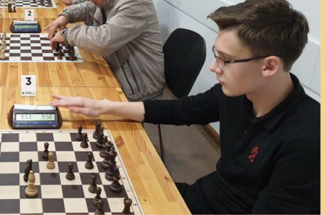 Мастером молниеносной игры в Сальске признан Максим Чипига
