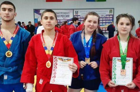 Сальская команда по самбо стала второй на Спартакиаде в Белой Калитве