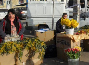 В Сальске оштрафовали нелегальных торговцев цветами