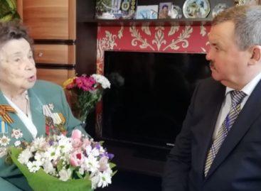 От имени губернатора Ростовской области его заместители поздравили женщин-ветеранов