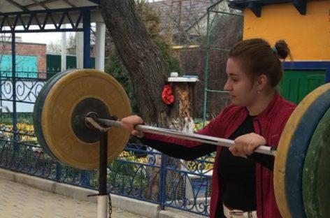 Продолжаем тренировки! Земляков мотивирует тяжелоатлетка Дарья Рязанова