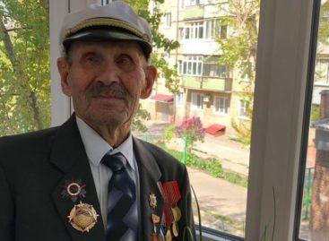 Сальский ветеран получил балкон в подарок в преддверии юбилея Победы