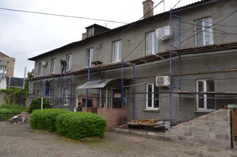 В Сальском районе стартовал сезон капитального ремонта: у двухэтажки на Пушкина обновят фасад