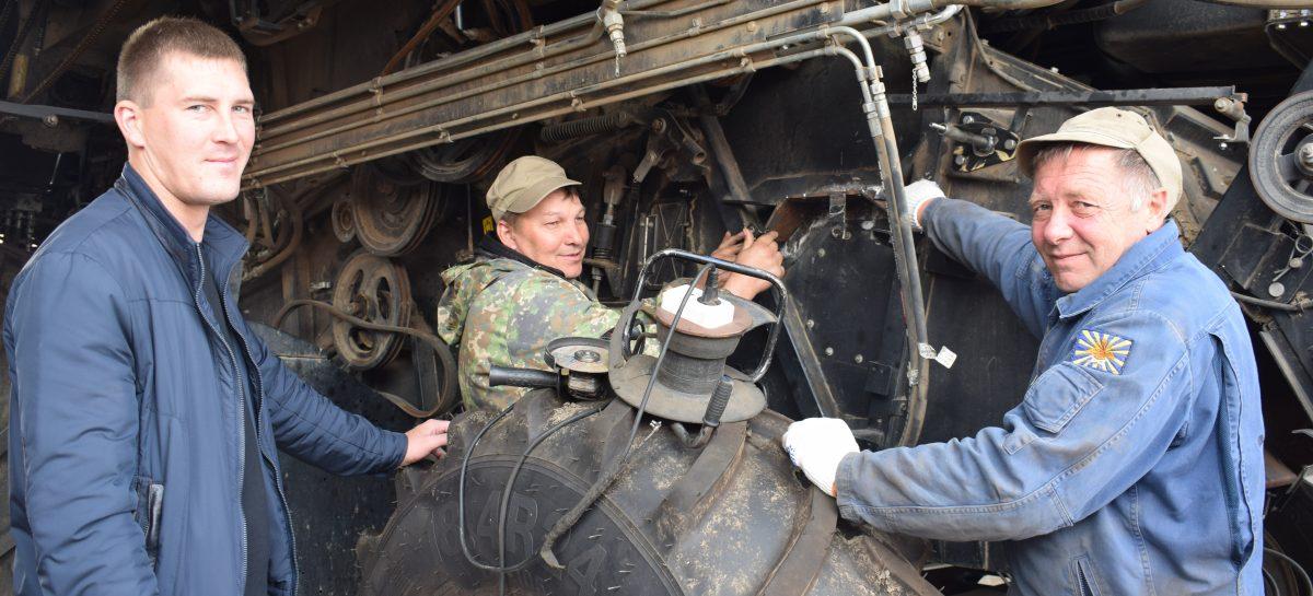 Труженики одного из самых крепких хозяйств Сальского района «Славяне» ведут химпрополки культур