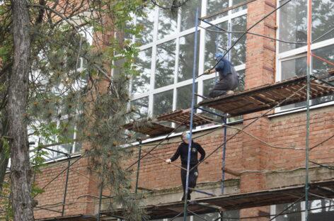 В здании Сальского индустриального техникума на Ново-Сальске продолжается капитальный ремонт