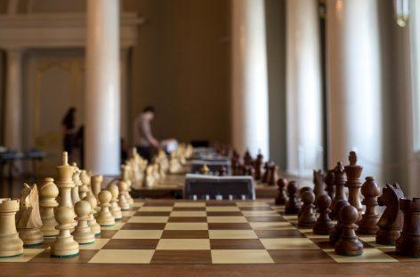 Самоизоляция традиции не помеха: сальский парк провел шахматные соревнования онлайн