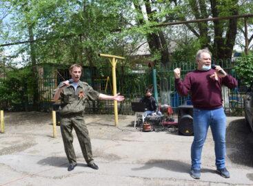 Сальские артисты придут к своим зрителям в День России на концерты во дворах