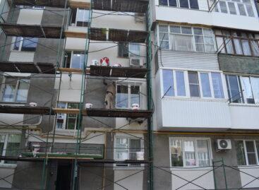 В  пятиэтажном 70-квартирном доме по Ленина, 53, в Сальске идёт капитальный ремонт